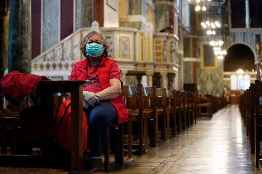 倫敦一處教堂因疫情而顯得冷清。 圖/歐新社