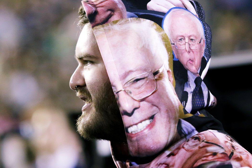 對於多數民主黨人來說,選擇拜登是團結,選擇桑德斯則走向分裂。但也許令老自由派們最...