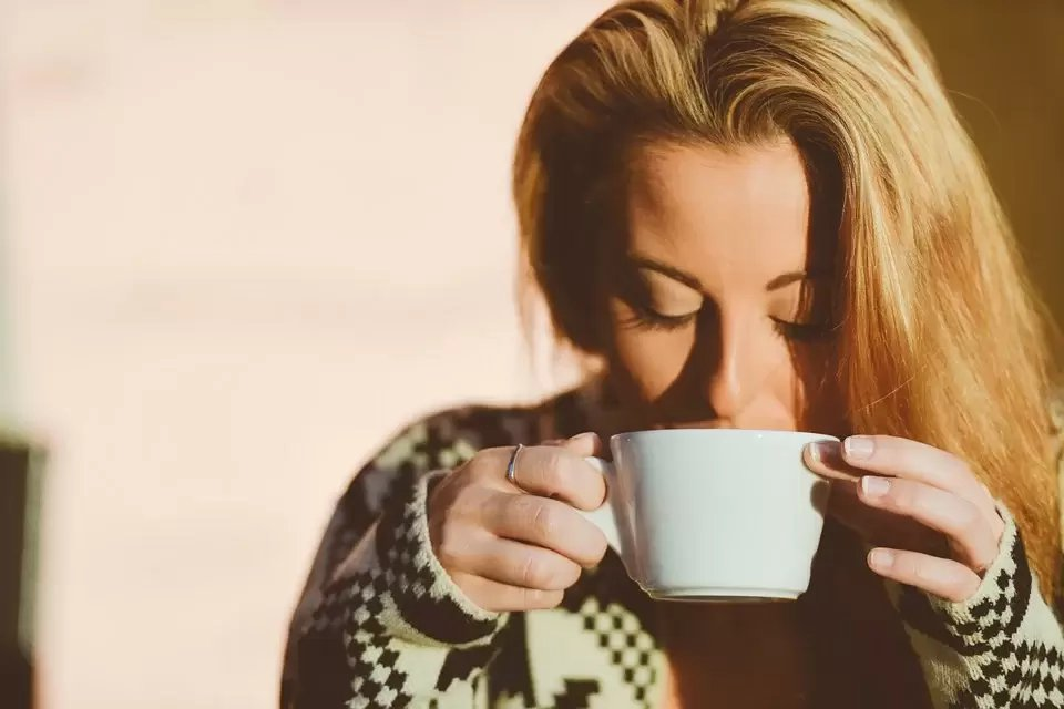 可藉由喝茶或咖啡來減少鐵的吸收,但須增加水分的補充。 圖/pixabay