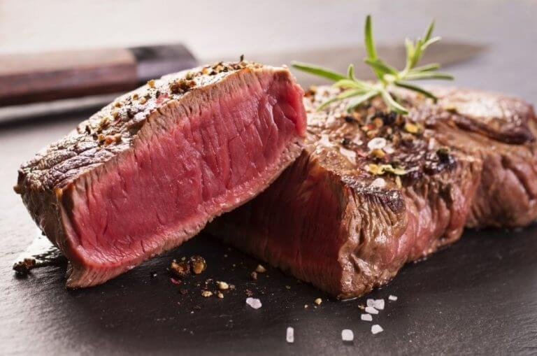 動物性食物所含的鐵為血基質鐵,身體較容易吸收。 圖/摘自SuperFIT極度塑身
