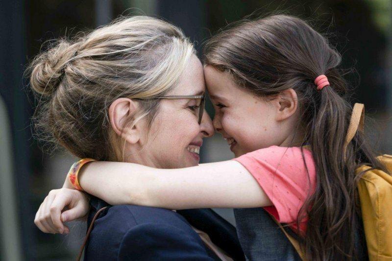 伊莎貝(左)與親愛的柔伊(右)@Yahoo!電影