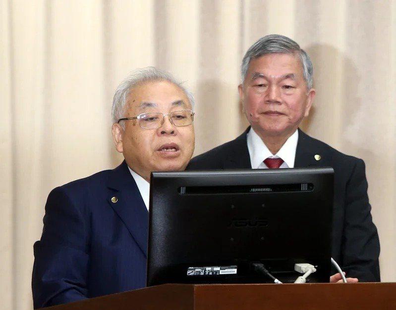主計長朱澤民(左)。 聯合報系資料照/記者邱德祥攝影