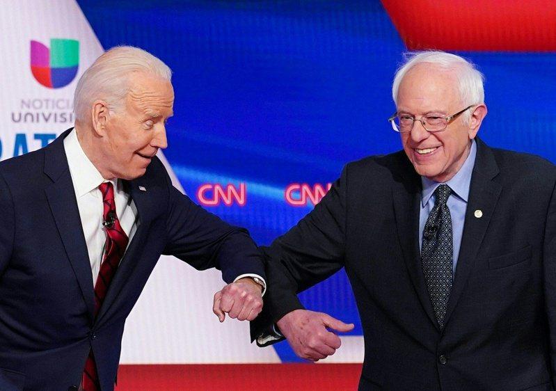 美國前副總統拜登(左)15日與桑德斯進行一對一辯論。法新社