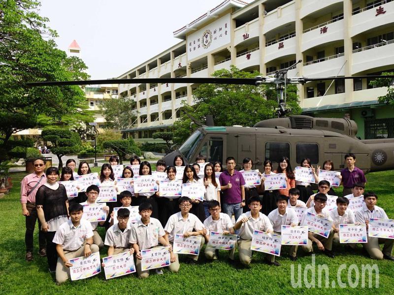 109學年大學繁星放榜,高雄中山工商錄取34人,其中21名錄取台清交等國立名校。記者徐如宜/攝影