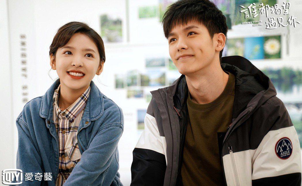 王以綸(右)與章若楠合作「誰都渴望遇見你」。圖/愛奇藝台灣站提供