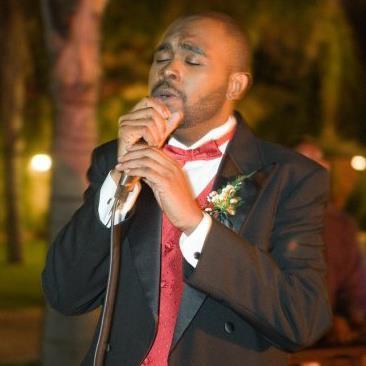 杜力專長在婚禮上帶動唱當歌手,最近則生意清淡。圖/杜力臉書