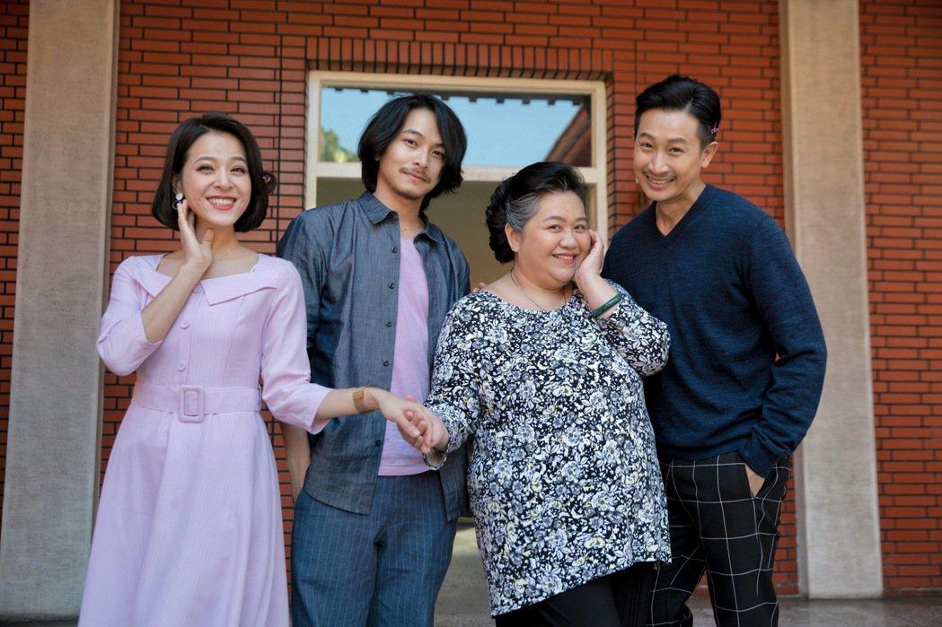 蘇晏霈(左起)、楊銘威、鍾欣凌、Darren拍攝「我的婆婆怎麼那麼可愛」,拍戲過...