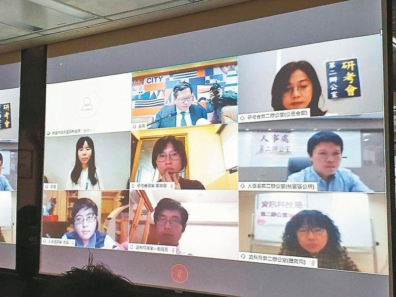 桃園市政府規畫分區辦公及居家辦公,市長鄭文燦在市政會議上也參與視訊。 記者陳夢茹/攝影