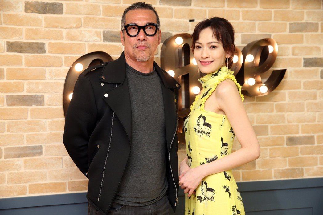 黃仲崑(左)、姚以緹(右)出席 台視、八大戲劇台「覆活」父女檔茶敘。記者徐兆玄/