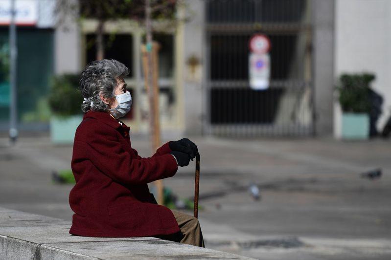 義大利總理孔蒂19日宣布,將延長現行的全國封鎖措施至4月3日,持續關閉非民生相關的商店及公共場所,學校亦繼續停課。 法新社