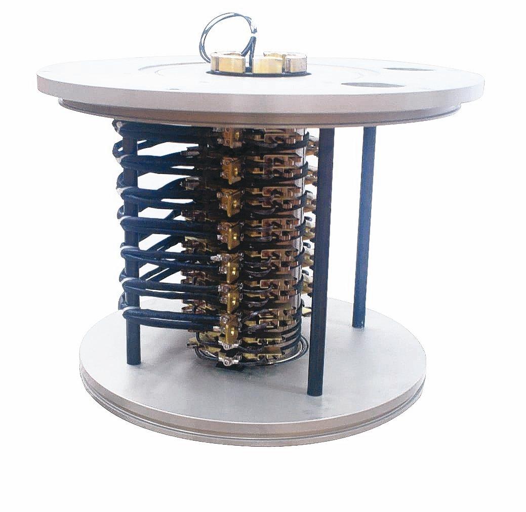 隆環企業研製PSA-105集電滑環,提供吹瓶機、滾輪、煉鋼廠、電廠等,提供大電流...