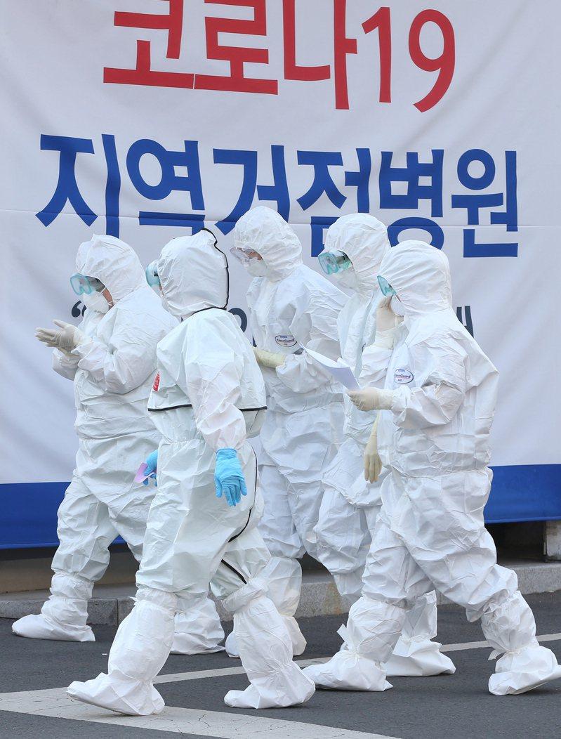 韓國中央防疫對策本部今天表示,2019冠狀病毒疾病(COVID-19)疫情要在短期內完全終結相當困難,憂心在疫情反覆之下,今年冬天可能再次迎來一次大流行。 歐新社