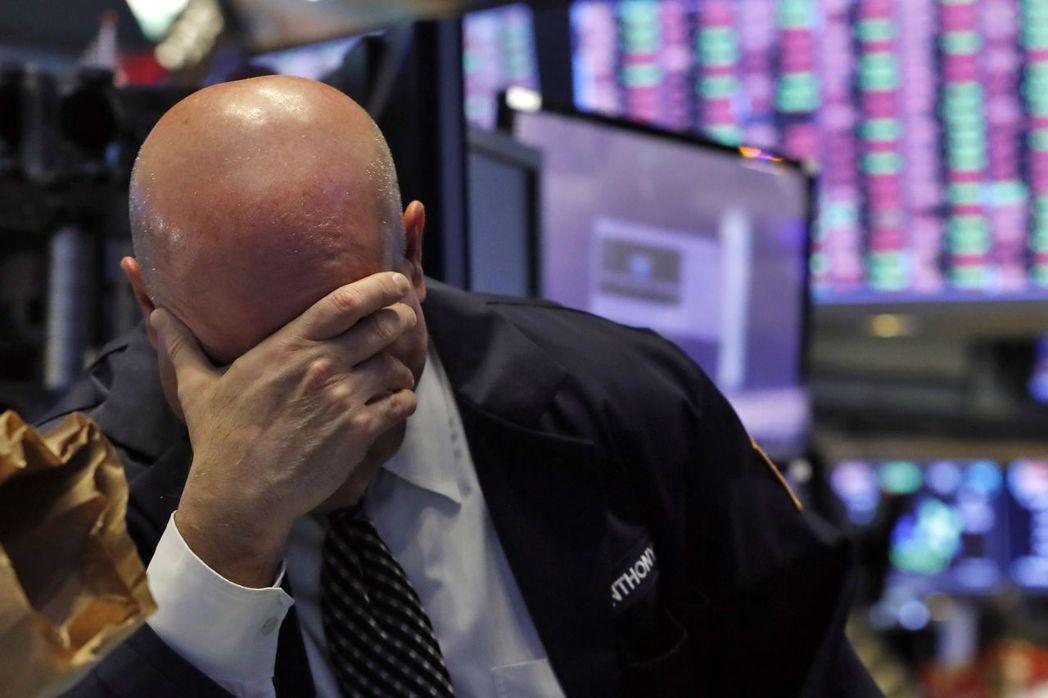 美股道瓊指數重挫1338點、跌幅逾6%,3年來首度收在2萬點以下。 美聯社