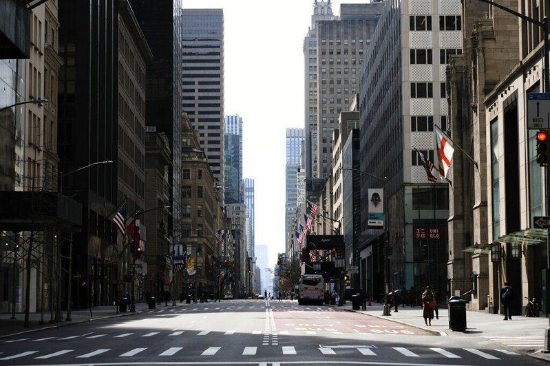 疫情下的紐約街頭宛如空城。 美聯社