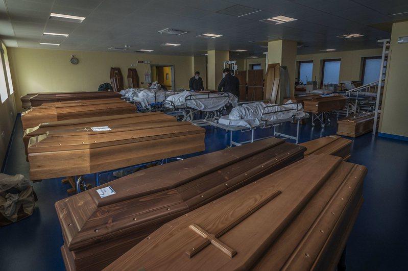 義大利疫情死亡近3000人,部分地區甚至無力處置屍體。 歐新社