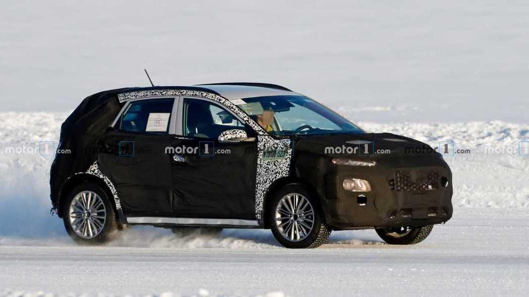 小改款Hyundai Kona現正測試中。 摘自Motor 1