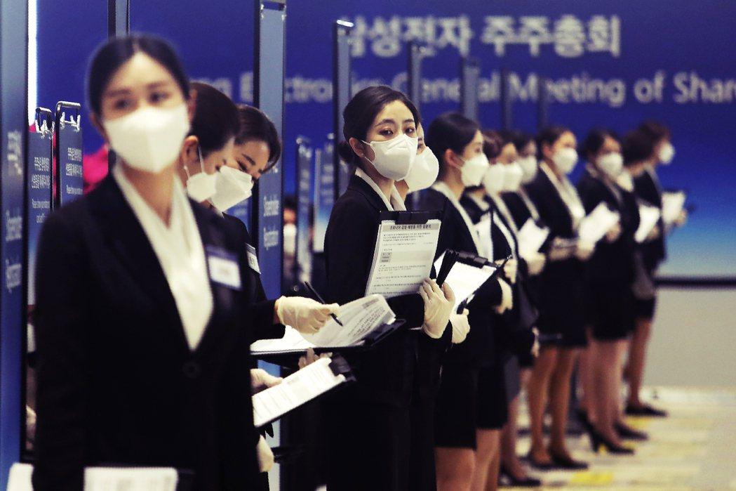 目前南韓法律規定,被防疫部門懷疑患病者,若拒絕檢驗,將可處300萬韓元(約新台幣...