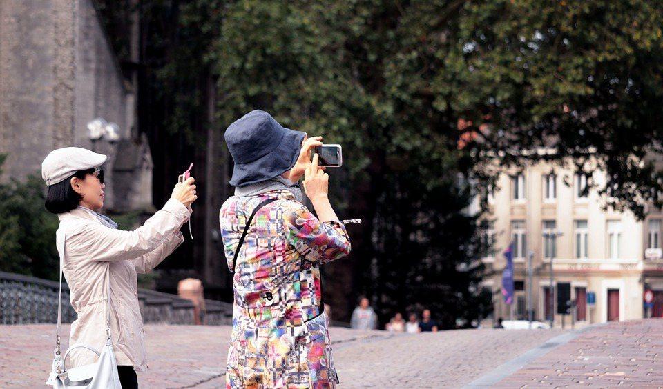大部分女性在48歲至52歲之間進入更年期,但近年有年輕化趨勢,現代女性面臨職場、...