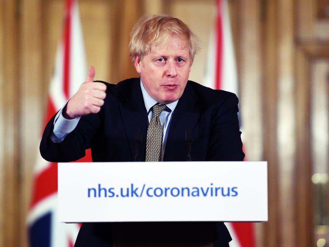 英國首相強生在防疫記者會上,以「無法排除不否認」的模糊表態,間接證實了各方對於封...