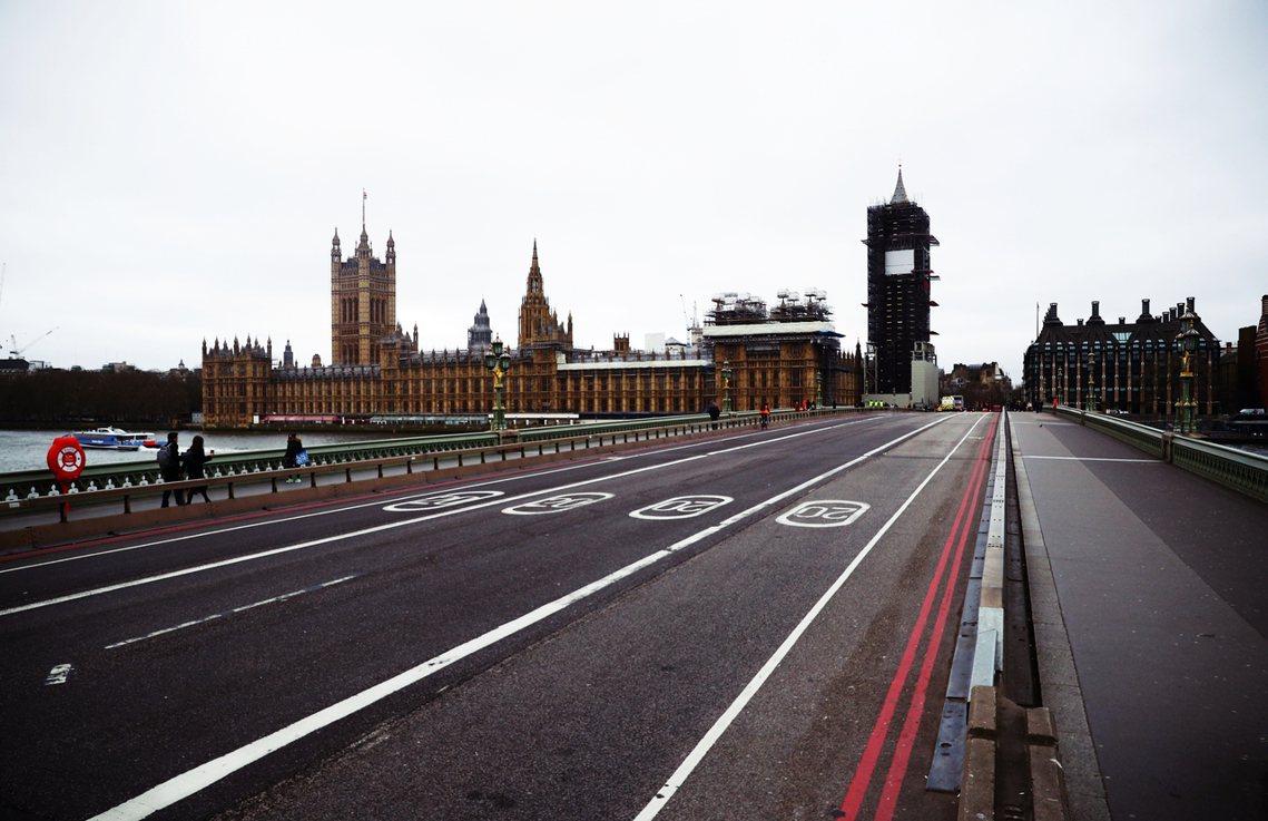 英國各大媒體紛紛報導:英國內閣已完成「倫敦封城」的緊急規劃。預計「周五之後,周末...