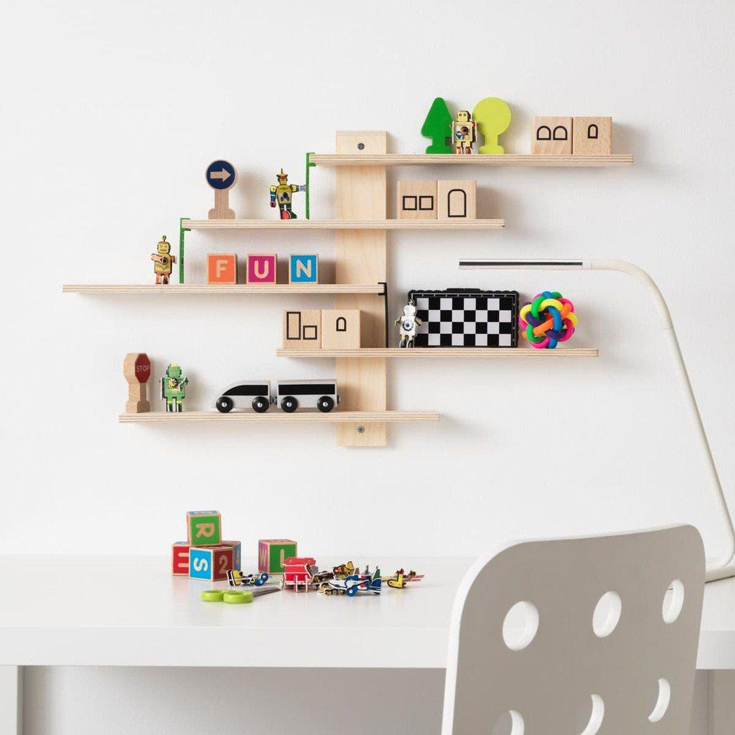 童趣的LUSTIGT層架,適合擺放小勞作以及公仔等收藏品。 IKEA /提供