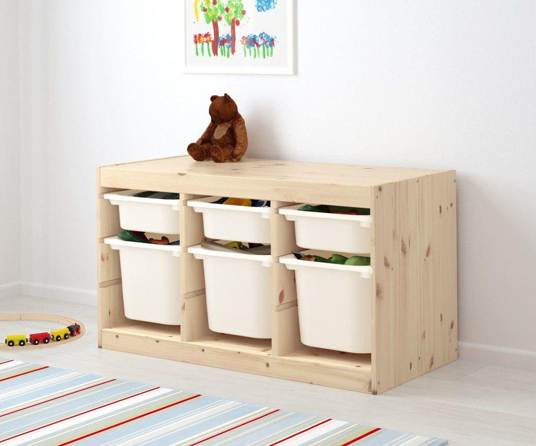 TROFAST系列無論是櫃高、安全圓角及輕量收納盒,皆專為孩子設計,讓孩子也能自...
