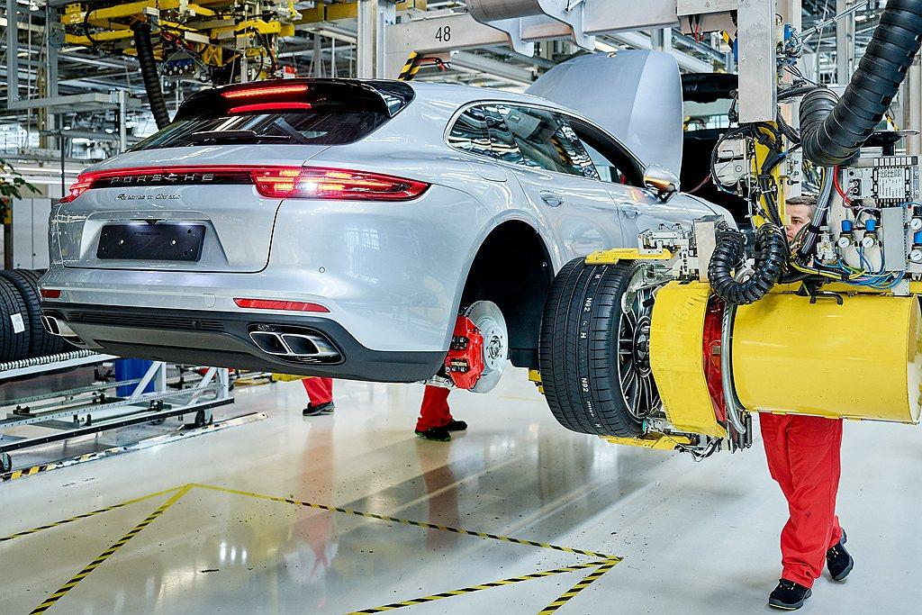 保時捷也宣布暫時停止生產。 圖/Porsche提供