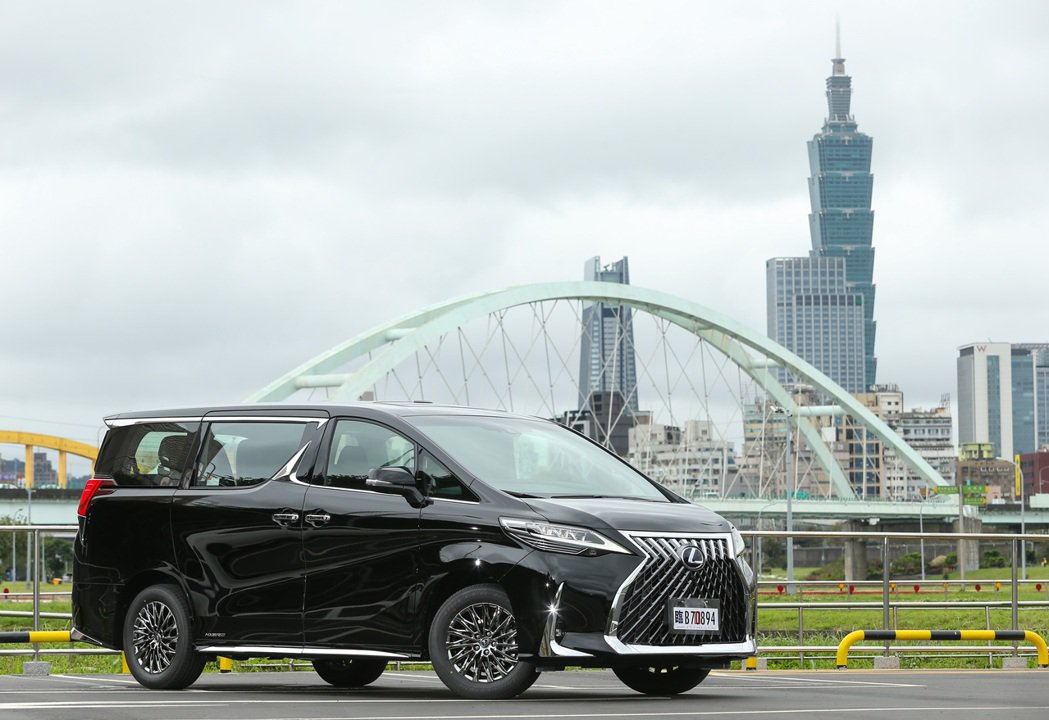 LEXUS全新豪華MPV車款LM在4月有亮眼交車成績。 記者陳立凱/攝影