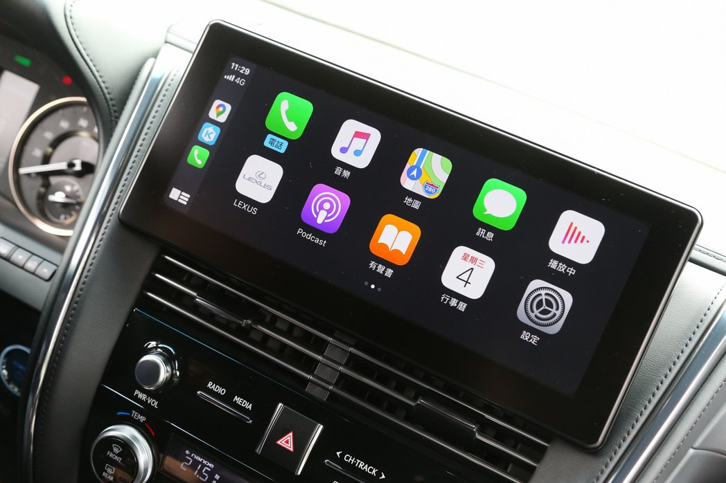 12.3吋觸控螢幕整合了包含Apple CarPlay等功能。 記者陳立凱/攝影
