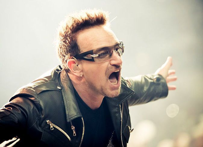 國際搖滾天團U2主唱波諾以此為靈感寫歌,為所有因新冠病毒遭隔離而感到孤寂的人們祈