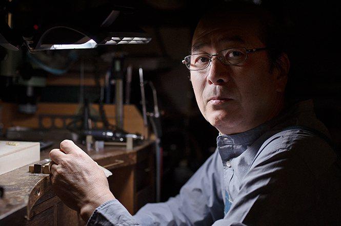 長井 豊先生工作時的特寫。