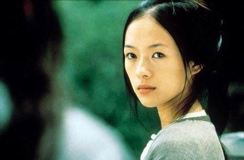 章子怡於電影《臥虎藏龍》中飾演玉嬌龍一角,19年前的她與現在相比僅僅增添了成熟風...