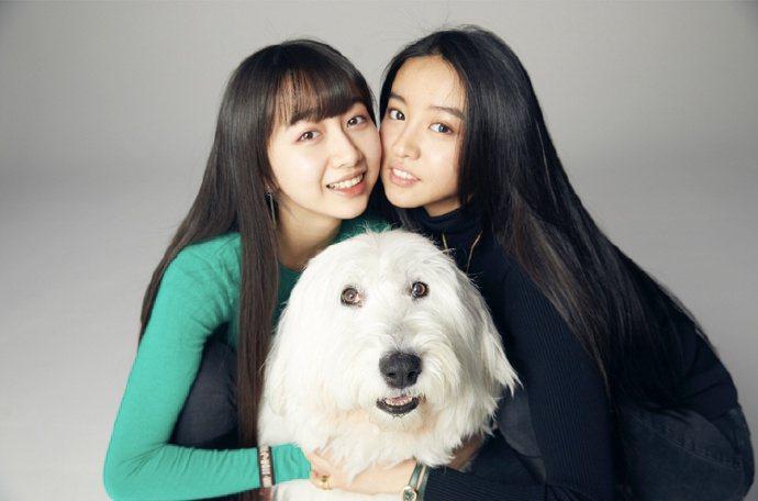 木村光希(右)曬姊妹合照,慶祝姊姊木村心美出道。圖/摘自微博