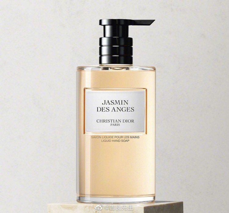 LVMH生產的乾洗手,瓶身來自迪奧。圖/摘自官網