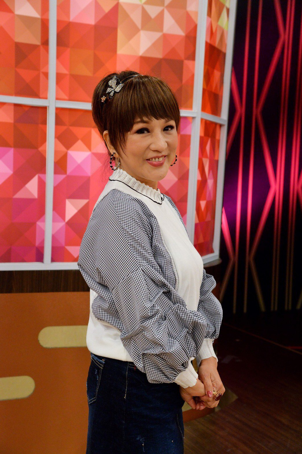 許仙姬今錄「一袋女王」聊小鳳仙。圖/衛視提供