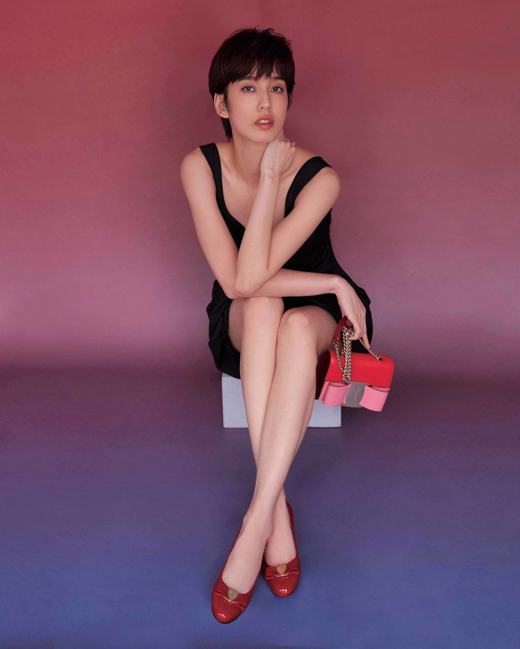 Salvatore Ferragamo為了慶祝Vara鞋款誕生40周年,特別推出...