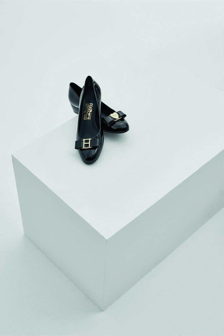 Vara黑色漆皮訂製鞋,28,500元。圖/Salvatore Ferragam...