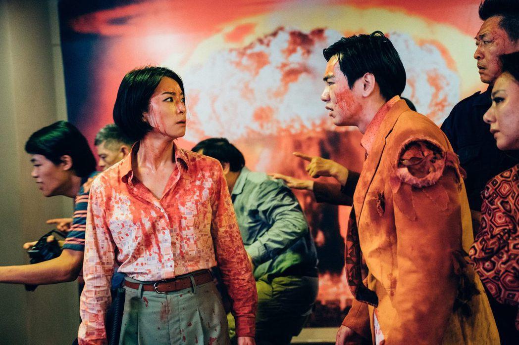 禾浩辰、賴雅妍(左)主演「逃出立法院」不延期上映。圖/華映提供