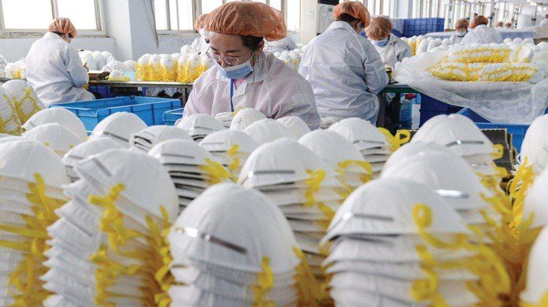 大陸將向歐盟提供220萬個口罩和5萬個檢測試劑盒,應對該地區迅速擴散的新冠病毒疫情。路透