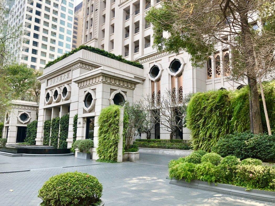 聯聚建設已於市政路上落成有「聯聚方庭大廈」、「聯聚保和大廈」等,其綠化前庭、優雅...