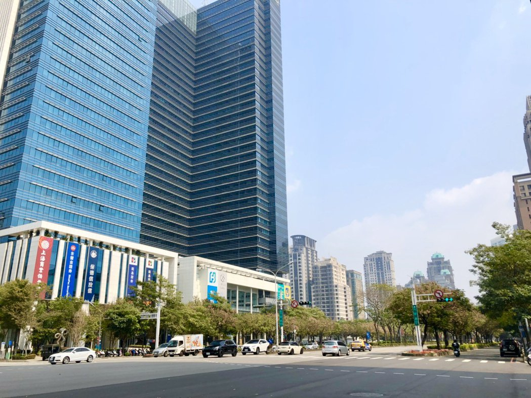 市政路地處政經中心,沿線吸引許多銀行進駐,包括玉山、上海商銀、台中商銀、凱基等。...