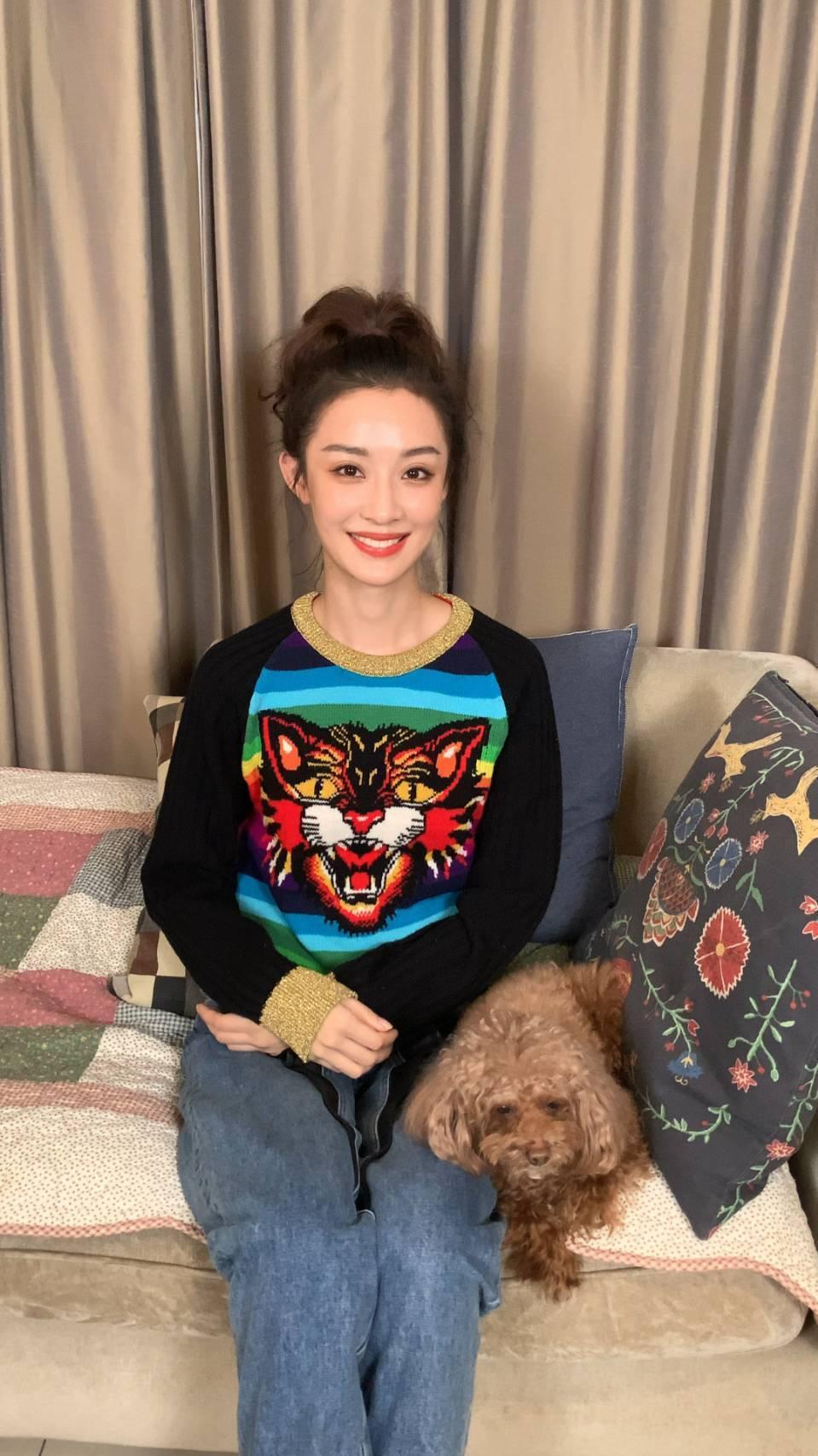 孫佳雨戲外是潮妹。圖/摘自微博