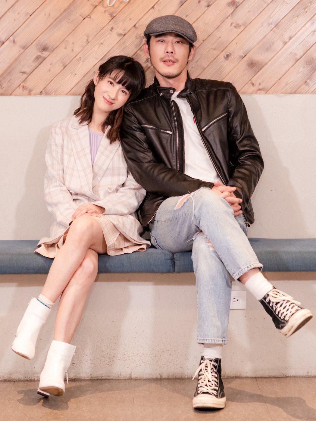 連俞涵(左)、黃騰浩合作「妖怪人間」。圖/公視提供