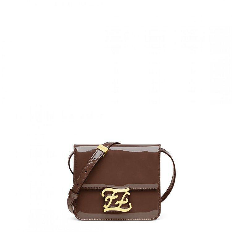 「愛的迫降」孫藝真包款,FENDI棕色Karligraphy包款63,000元。...