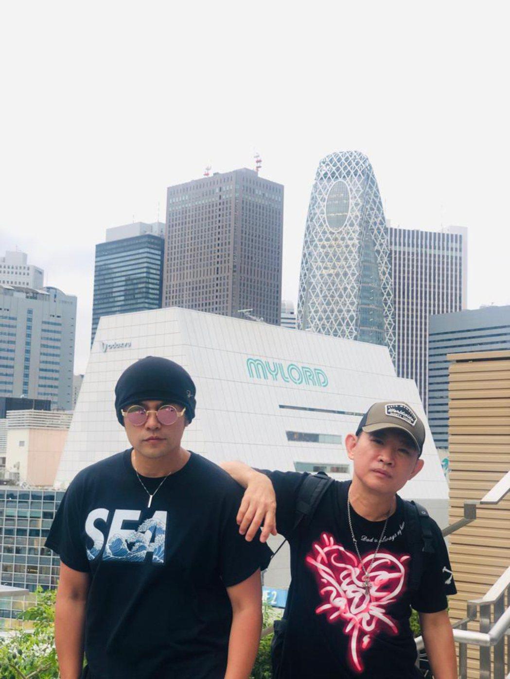 杜國璋(右)與周杰倫多年合作不僅是工作夥伴,也是好友。圖/杜國璋提供