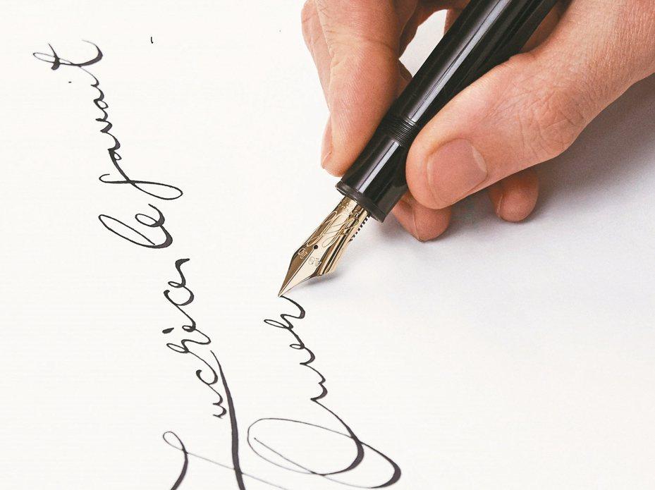 書寫工具也是另一項值得讓人琢磨的部分,不同的筆尖能寫出不同的筆觸。 圖/萬寶龍提供