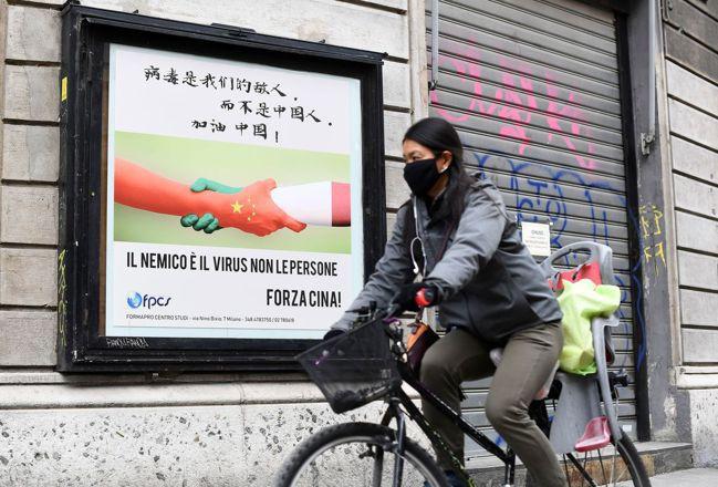 中國大陸首班援外抗疫專家包機,於12日抵達羅馬,這是全球第一支援義隊伍。圖為米蘭...
