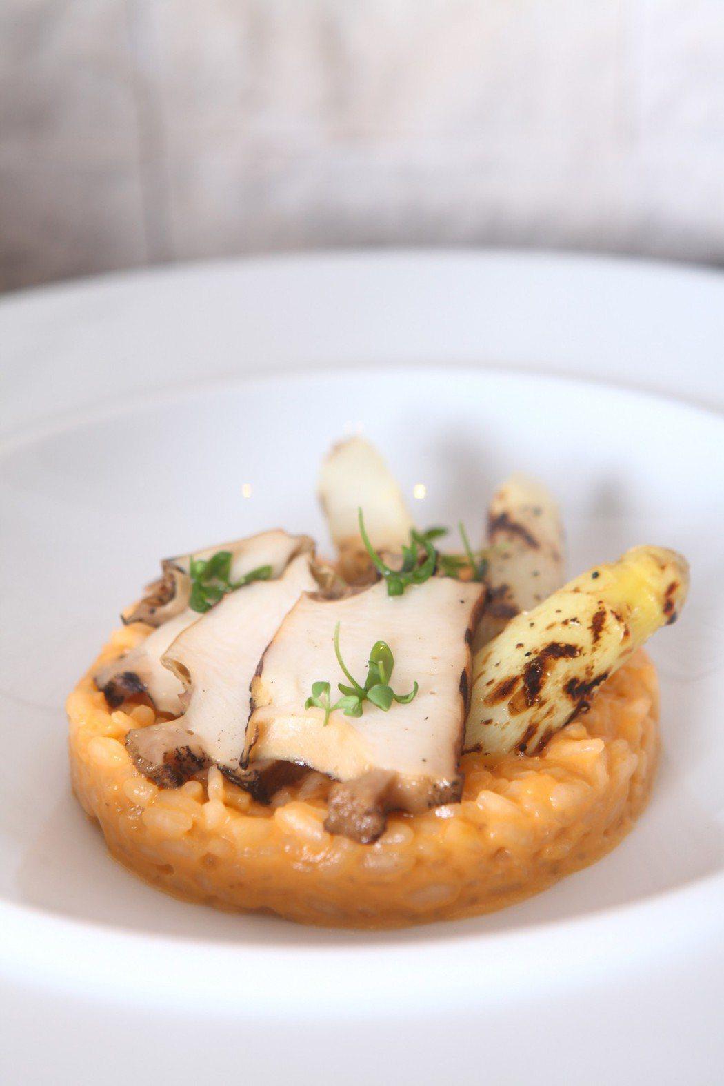 法國白蘆筍鮑魚燉飯。三二行館/提供