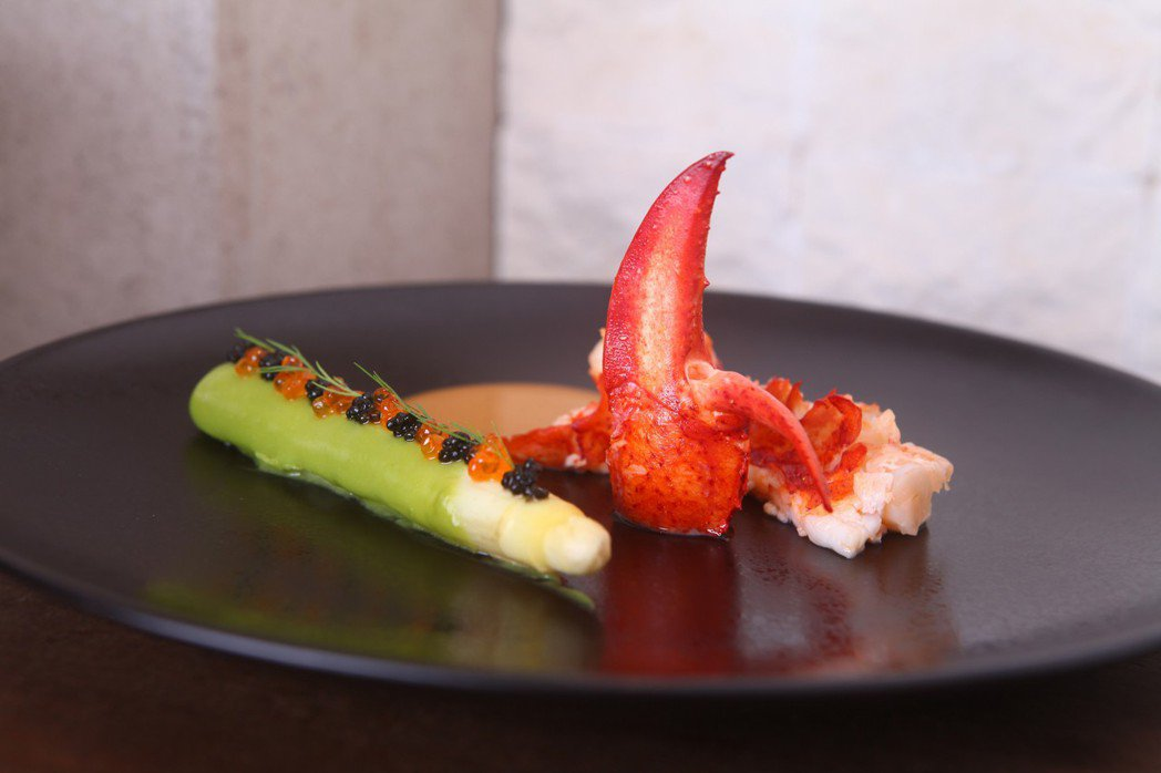鮮嫩法國白蘆筍佐龍蝦。三二行館/提供