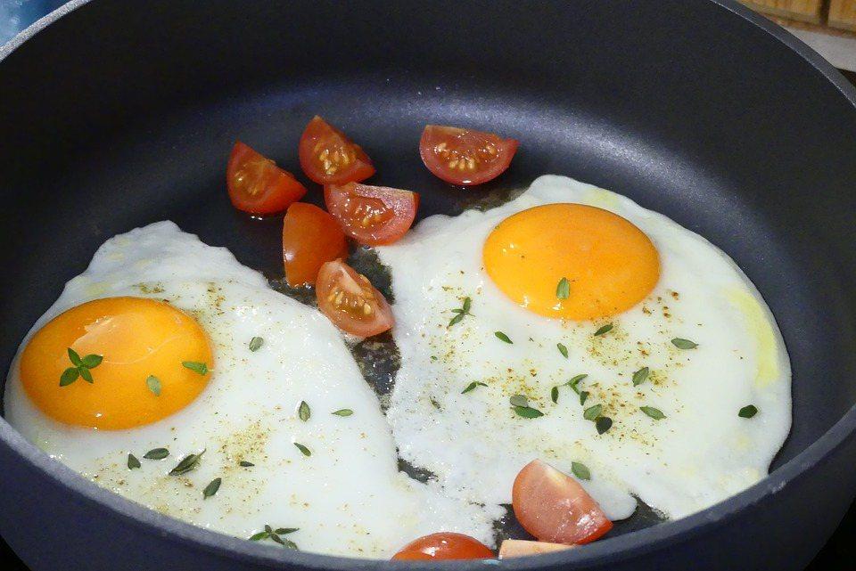 蛋黃的營養價值比蛋白來得高,蛋黃是蛋的精華,各種營養成分比蛋白高出許多。 圖/p...